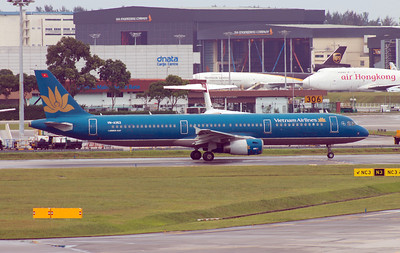 VN-A353 VIETNAM AIRLINES A321