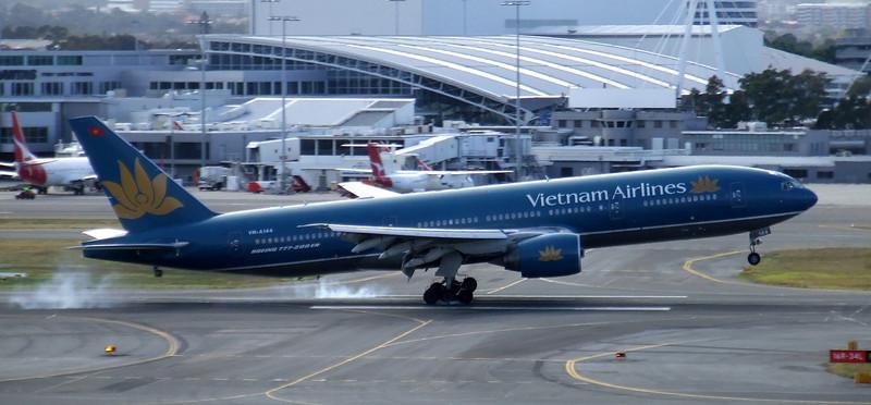 Vietnam Airlines Boeing 777-26KER VN-A144