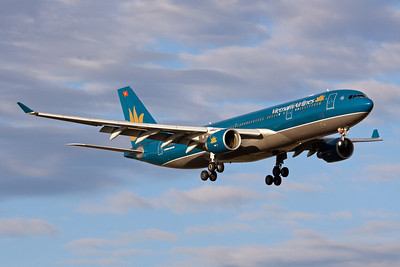 Vietnam Airlines Airbus A330-200 VN-A377