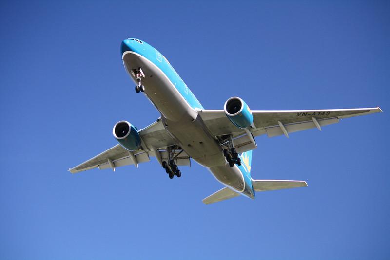 VIETNAM AIRLINES Boeing 777-200 VN-A143