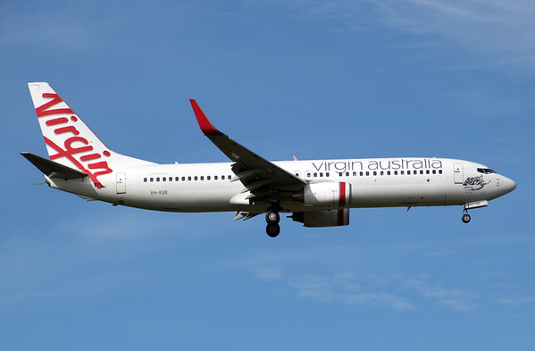 VH-VUR VIRGIN B737-800