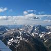 Pequeñas aeronaves con las Dolomitas como decorado