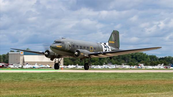 224064(N74589). Douglas C-47 Skytrain. USAAF. Oshkosh. 260718.