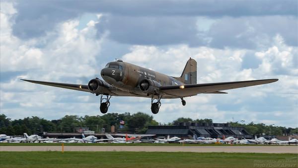 KN456(C-GDAK). Douglas DC-3. Oshkosh. 260718.