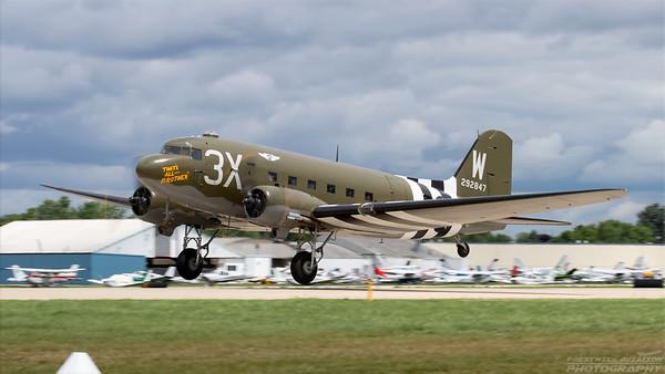 292847(N47TB). Douglas C-47A Skytrain. USAAF. Oshkosh. 260718.