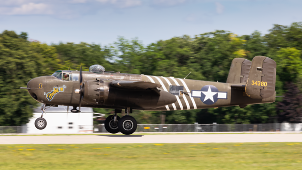 34380 (N5548N). North American B-25H Mitchell. USAAF. Oshkosh. 210719.
