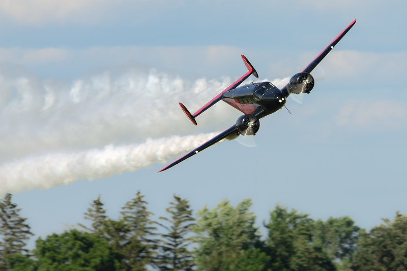 @nicksglasseye tossed me the Thursday #dailythemetag. Let's call it #Twin_Engine_Thursday. Show off your best photos of twin-engine aircraft. Here is Matt Younkin smoking the #osh15 crowd.