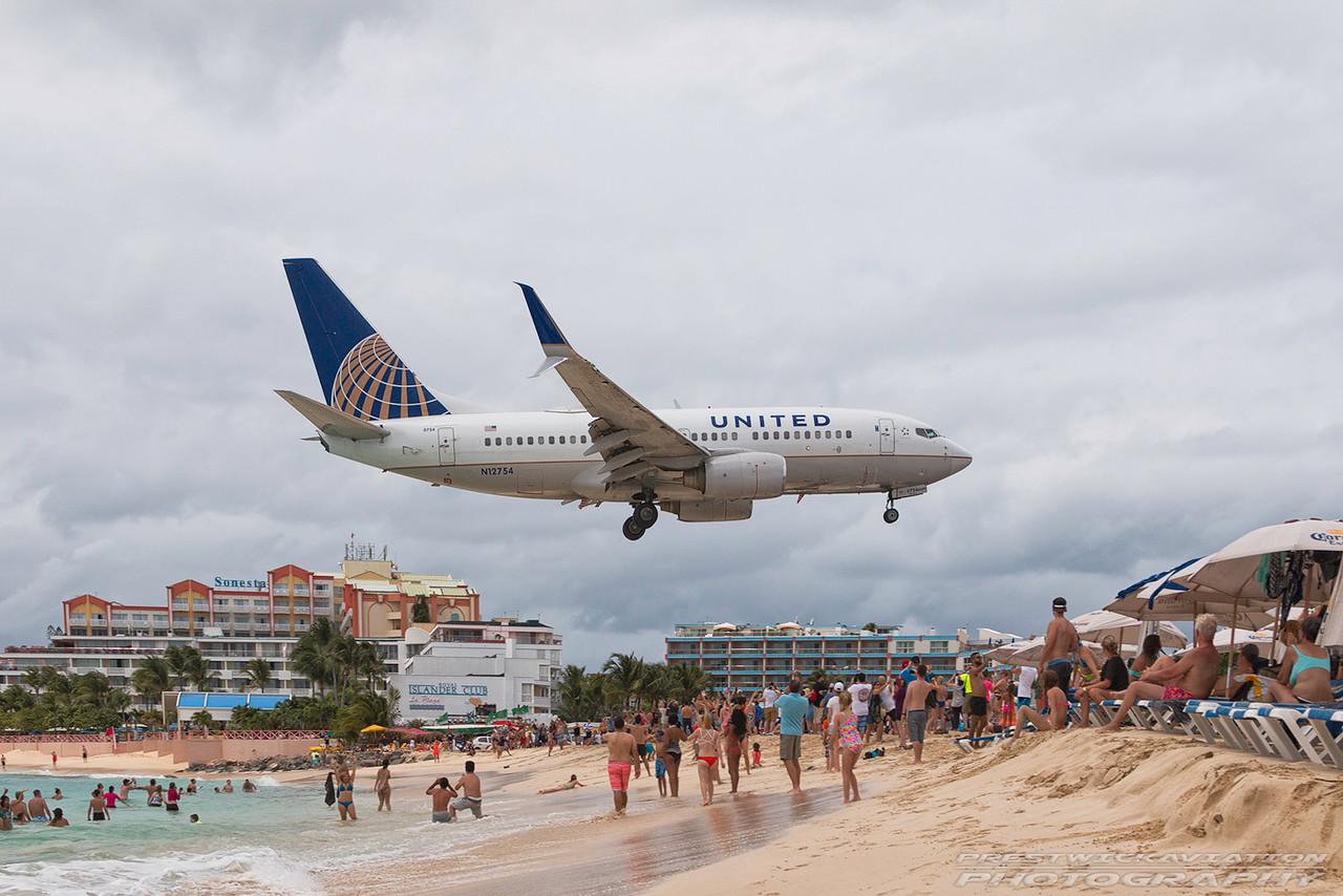 N12754. Boeing 737-7V3. United Airlines. St Maarten. 180417.