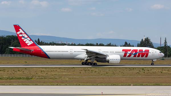PT-MUA. Boeing 777-32W(ER). TAM. Frankfurt. 220518.