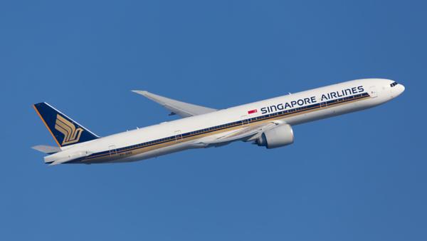 9V-SWE. Boeing 777-312(ER). Singapore Airlines. Heathrow. 240219.