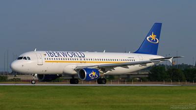 EC-IAG. Airbus A320-214. Iberworld. Glasgow. 080803.