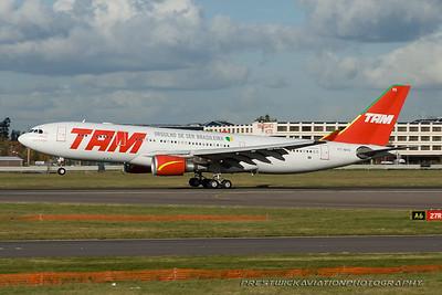 PT-MVG. Airbus A330-203. TAM. Heathrow. 291007.