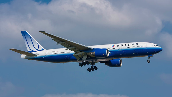 N780UA. Boeing 777-222/ER. United. Heathrow. 300808.