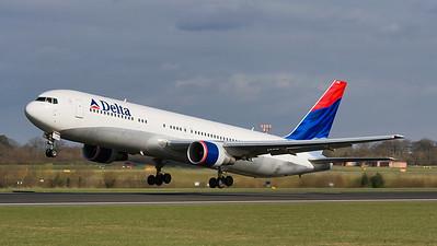 N198DN. Boeing 767-323/ER. Delta. Manchester. 160307.