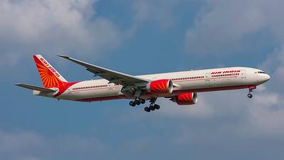VT-ALJ. Boeing 777-337(ER). Air India. Heathrow. 300808.