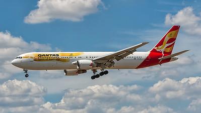 VH-OGL. Boeing 767-338(ER)(WL). Qantas. Melbourne. 271107.