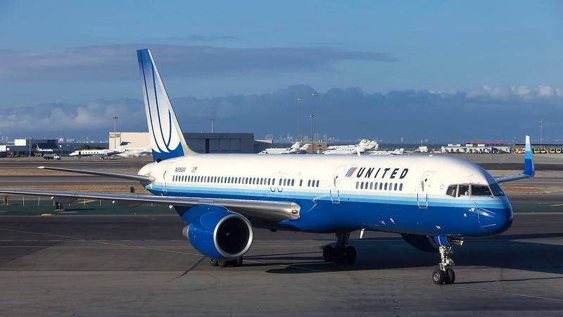 N518UA. Boeing 757-222. United. San Francisco. 150909.