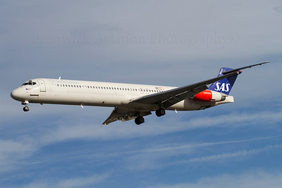 SE-DII. McDonnell Douglas MD-82. SAS. Heathrow. 301010.