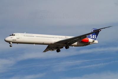 SE-DII. McDonnell Douglas MD-82. SAS. Heathrow. 301010.