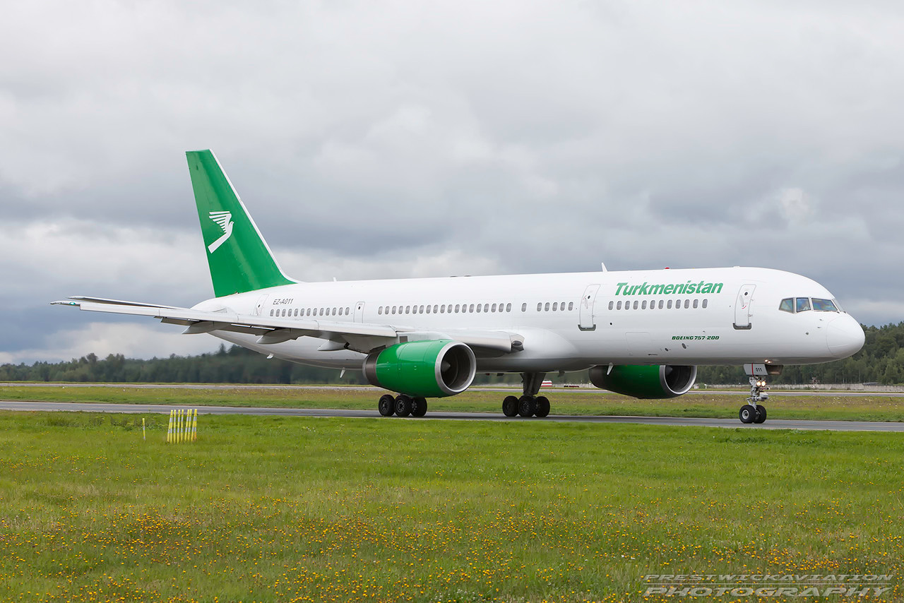 EZ-A011. Boeing 757-22K. Turkmenistan Airlines. Domodedovo. 200809.