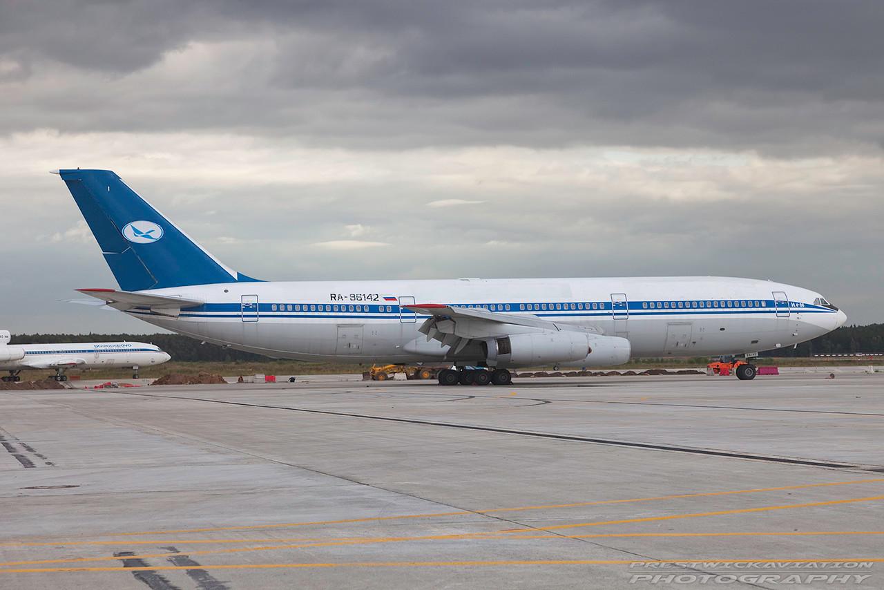 RA-86142.  Ilyushin IL-86. Tatarstan Airlines. Domodedovo. 200809.