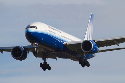 N784UA. Boeing 777-222/ER. United. Heathrow. 301010.
