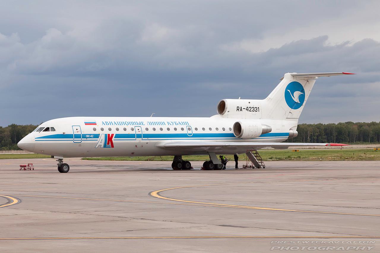 RA-42331. Yakovlev Yak-42. Kuban Airlines.  Domodedovo. 200809.