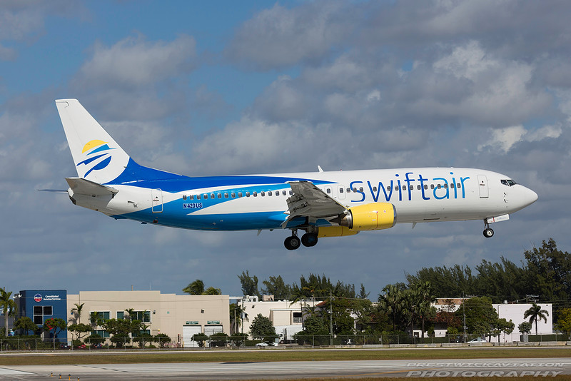 N420US. Boeing 737-401. Swift Air. Miami. 261116.