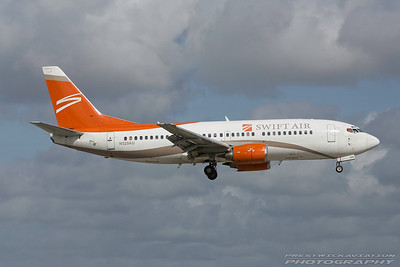 N291AU. Boeing 737-3B7. Swift Air. Miami. 281116.