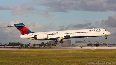 N917DN. McDonnell Douglas MD-90-30. Delta. Miami. 281116.