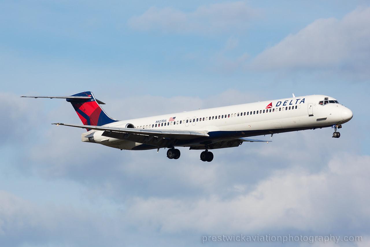 N927DA. McDonell Douglas MD-88. Delta. Orlando. 070215.