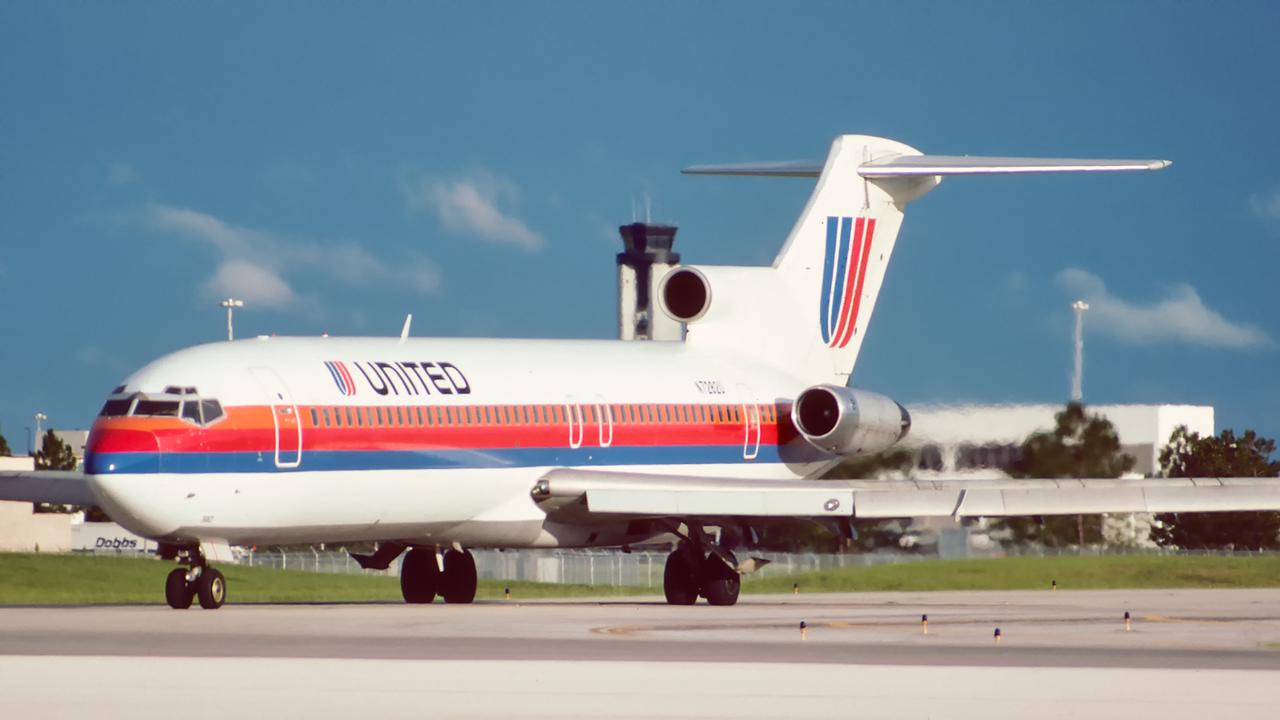 N7282U. Boeing 727-222/Adv. United. Orlando. June. 1992.