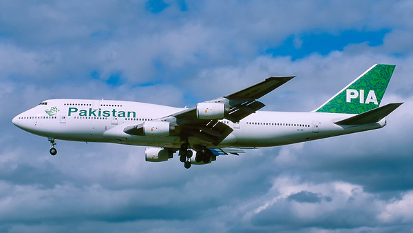 AP-BFY. Boeing 747-367. Pakistan International Airlines. Heathrow. April. 1999.