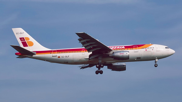 EC-DLF. Airbus A300B4-120. Iberia. Heathrow. April. 1999.