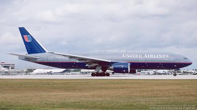 N770UA. Boeing 777-222. United. Miami. February. 1999.