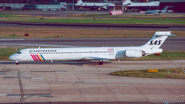 LN-ROA . McDonnell Douglas MD-90. SAS. Heathrow. September. 1999.