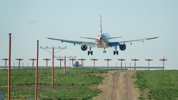 051221_airfield_american_airlines-021