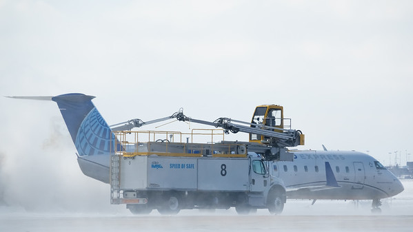 022521_airfield_united_de-icing-043