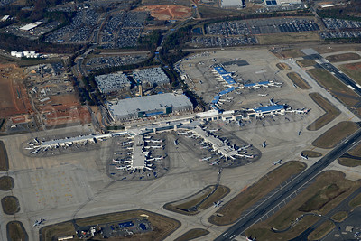 Charlotte Douglas International Airport Terminal (IATA: CLT, ICAO: KCLT, FAA LID: CLT) (Jay Selman). Image: 403365.