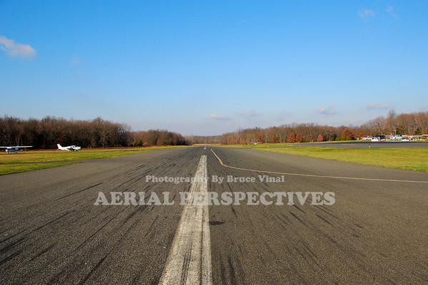 Somerset Airport -George Walker Field -(SMQ)  A look down Three Zero