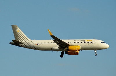 EC-LVV London Gatwick 15 July 2014