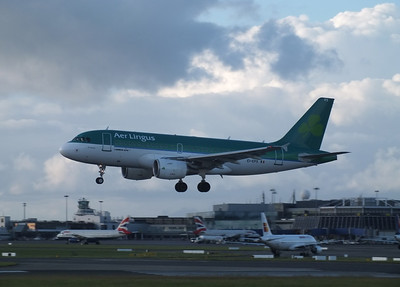 EI-EPS Dublin Airport 15 June 2013