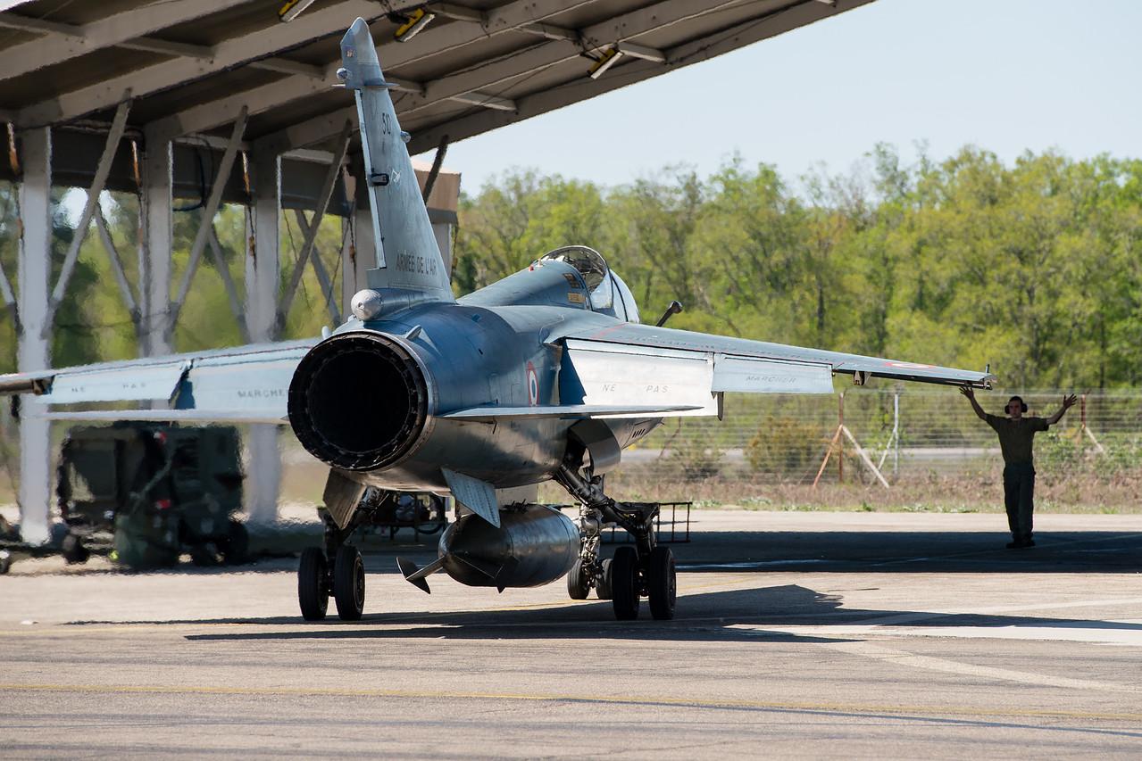 """Retour de mission pour ce Mirage F1B de l'escadron de reconnaissance 2/33 """"Savoie"""". Mont-de-Marsan AFB, France."""