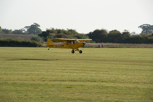 Title (syn)^n -> replica :Shuttleworth, Aircraft-> Piper-> Cub-> G-HZONE, Old Warden-> Arrival, Old Warden-> Race Day 2018, Aircraft-> Comper-> C.L.A.7 SWIFT-> G-LCGL - 07/10/2018@09:21