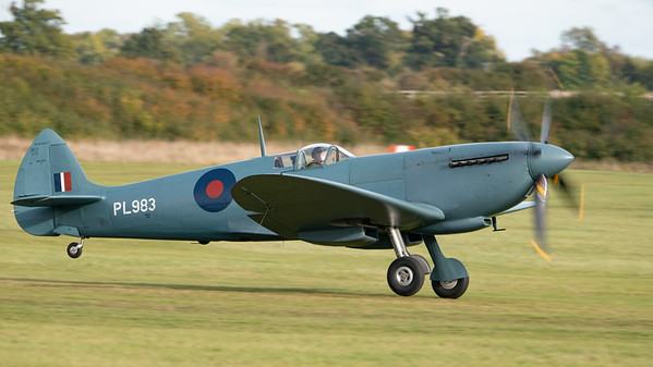 Old Warden-> Race Day 2018-> Display-> Lettis Curtis - Spitfire, Shuttleworth, Aircraft-> Vickers-Supermarine-> Spitfire-> PR.XI-> G-PRXI (PL983) - 07/10/2018@15:44