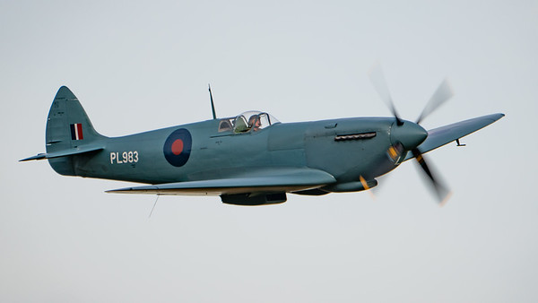 Old Warden-> Race Day 2018-> Display-> Lettis Curtis - Spitfire, Shuttleworth, Aircraft-> Vickers-Supermarine-> Spitfire-> PR.XI-> G-PRXI (PL983) - 07/10/2018@15:56