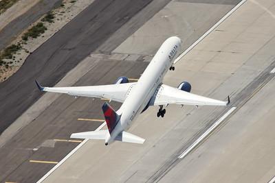 Delta B-757-251, N557NW