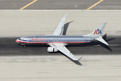 American B-737-823, N830AN