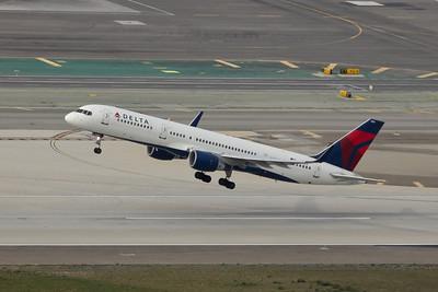 Delta B-757-231, N711ZX
