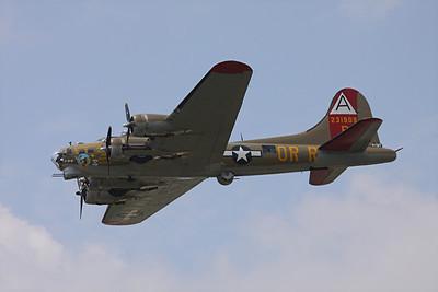 Boeing B-17G Flying Fortress, Nine-O-Nine